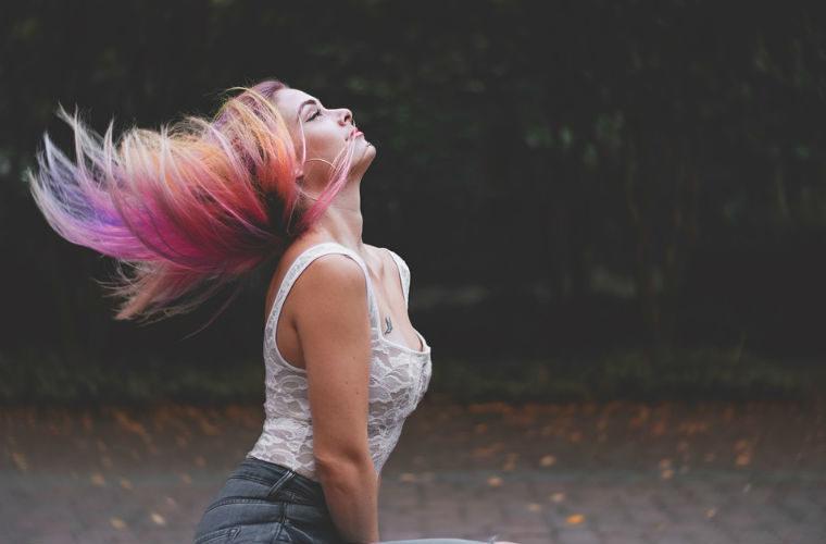 Como conseguir un cabello brillante y sano